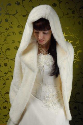 Свадебный полушубок из искусственного меха под норку, цвета шампань.